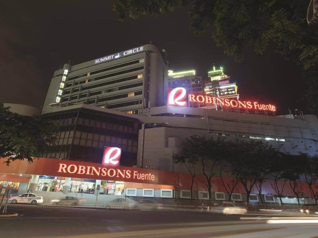 ロビンソンモールの真上で立地がいいサミット サークル セブ(Summit Circle Cebu)