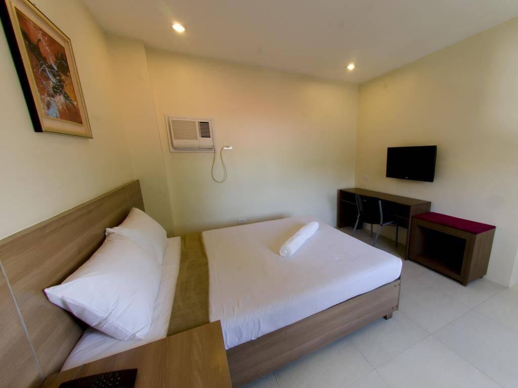 アデルファホテル(Adelfa Hotel)は新しく改装した格安のセブ島のホテル