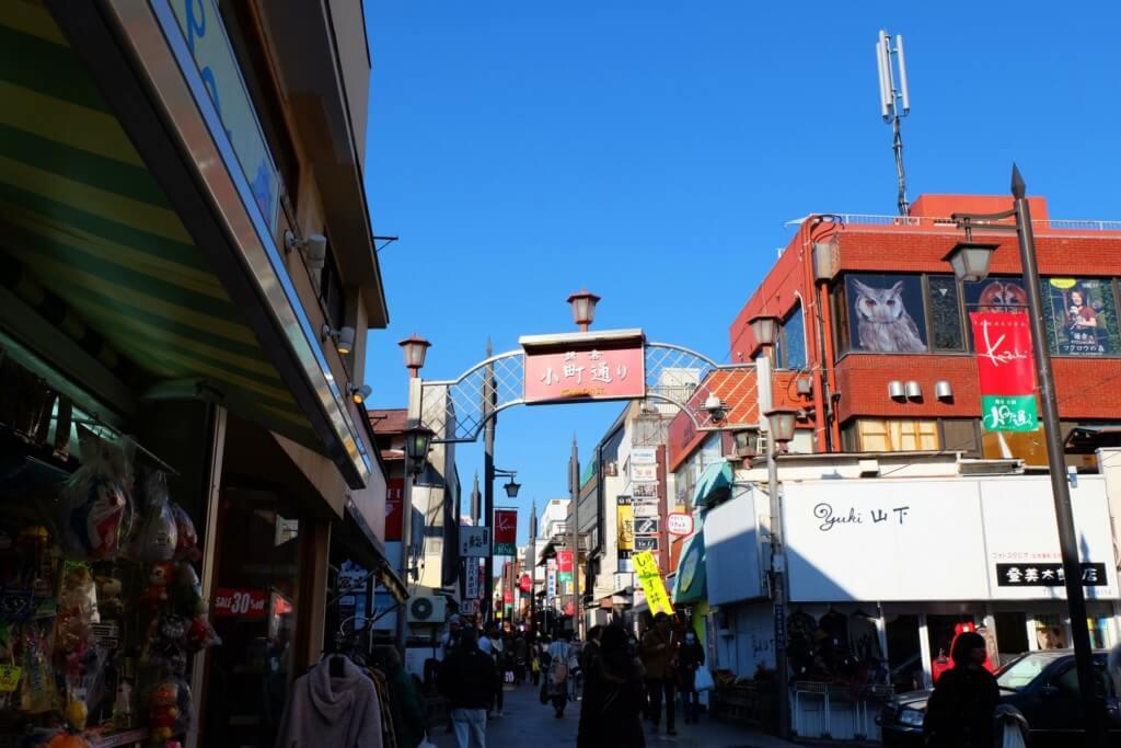 鎌倉デートは小町通りで食べ歩き!色んなグルメやお土産がいっぱいだけど時間に注意して!