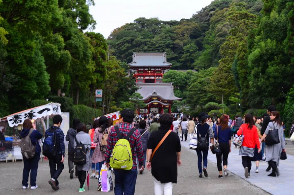鎌倉観光で鶴岡八幡宮は縁結びのご利益で有名で凶・大凶のおみくじがある