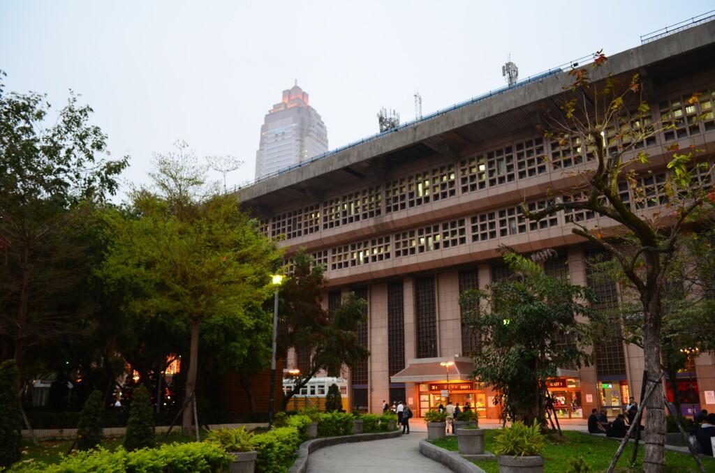 台北駅のコインロッカー、荷物預かり所の場所や料金は?