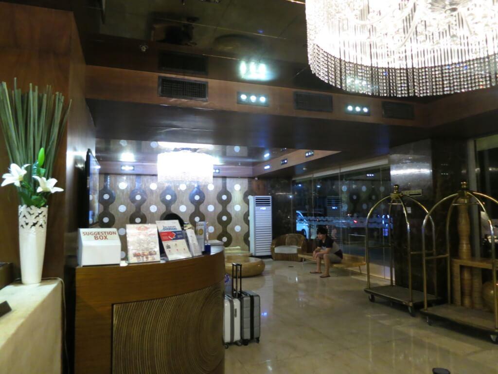 セブ島のキャッスルピーク ホテルの1階のレストランはWiFiが速いことでも有名です