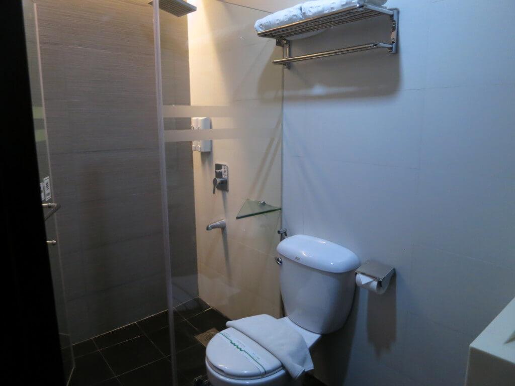 セブ島のキャッスルピーク ホテルはおねーちゃんを連れ込んでも追加料金や連れ込み料(ジョイナーフィー)はない