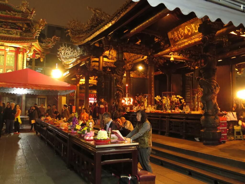 台北の龍山寺のお守りやグッズ、護符