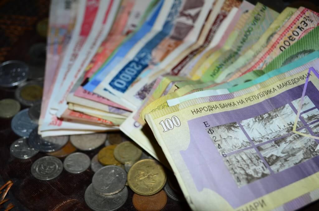 世界一周・海外旅行でクレジットカード(楽天カード)の海外キャッシングでATMから現地通貨を手に入れる