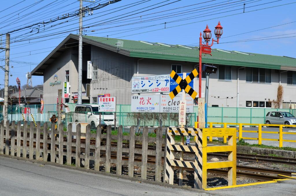 秩父鉄道沿いは「じんたん」と「めんま」が「ゆきあつ」と「つるこ」に遭遇した場所で「秩父まつり会館」裏もね