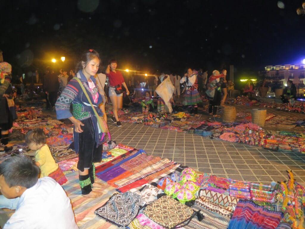 ベトナム サパ 夜市 世界一周、旅人の血は脈々と受け継がれている。そしてボクの子供、親、子、孫3世代、いやその先にも受け継がれていって欲しい。