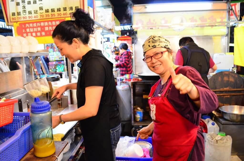 台湾人おばちゃんに呼び止められて食べた麺は?