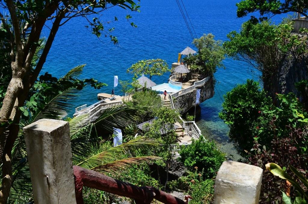 ブホロック(Buho Rock)で飛び込み台&飛び込み滑り台で海にダイブ!
