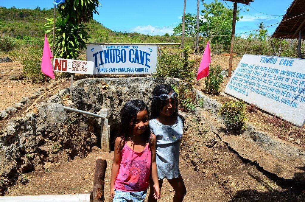 ティムボケイブ(Timubo Cave)で鍾乳洞のはずが泳げるの!?