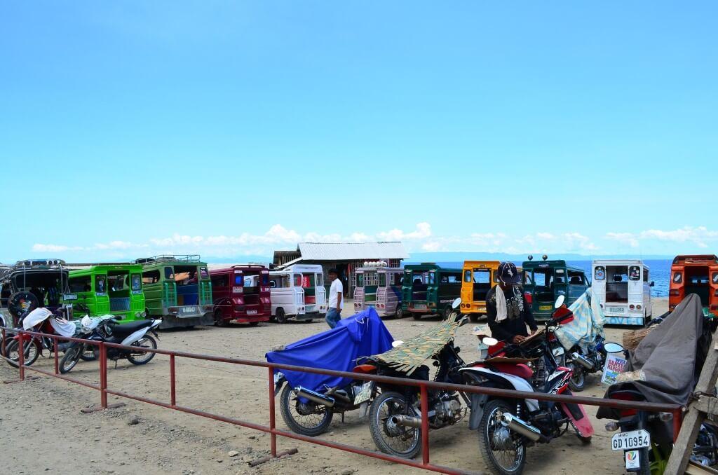 カモテス島の観光はレンタルバイクを交渉でかりよう!