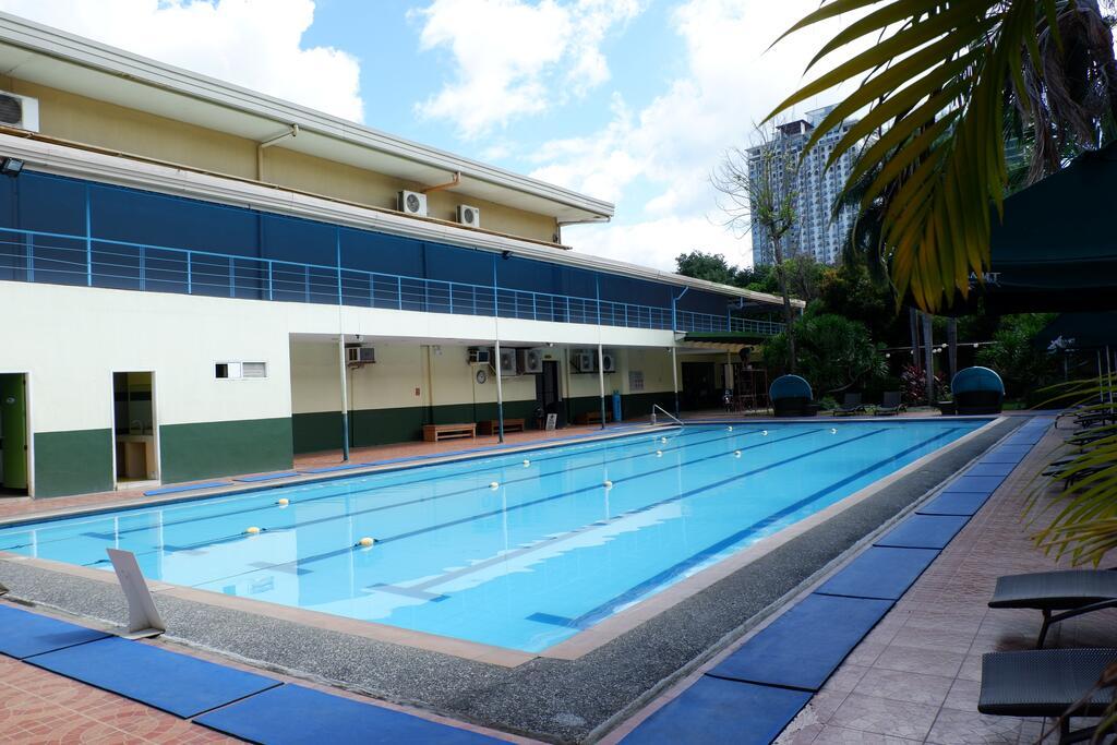 ホリデー スパ ホテルは広いプールにマッサージやスパ(SPA)、ジムまである
