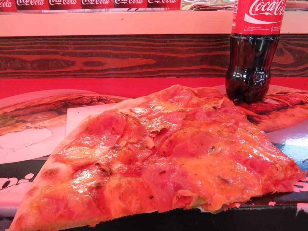 今日のコーラ ピザが安いクロアチア!