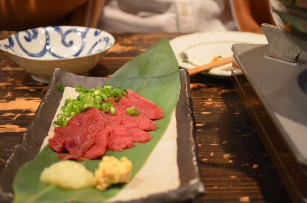 金子増太郎の「馬刺し」も絶品グルメだから、食べてみて!