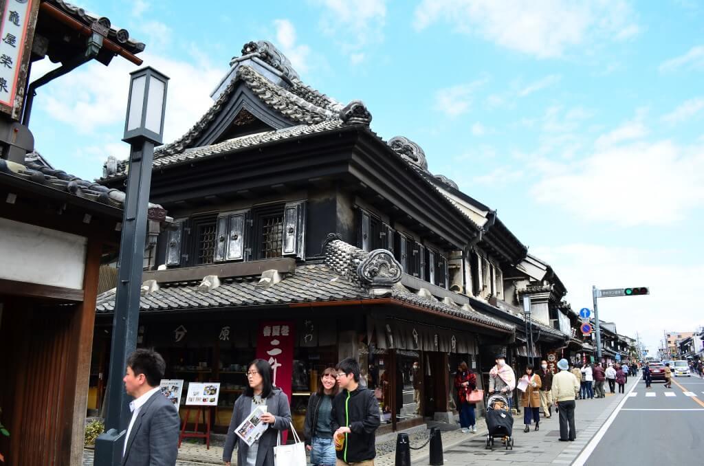 小江戸川越の観光は「蔵造りの街並み」でNHKの朝ドラ「つばさ」の撮影舞台、「相棒」などのドラマの撮影舞台になっているよ