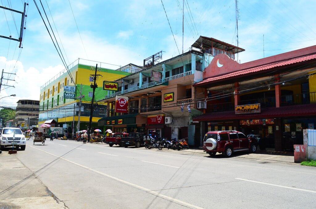 ミンダナオ島のオザミスのレストランはジョリビー(Jolibee)以外にもいっぱいある
