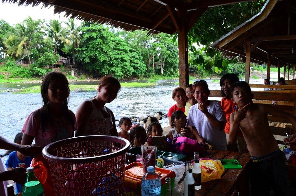 フィリピン人の恋人を持つ洗礼。それは・・・大家族パーティー!!