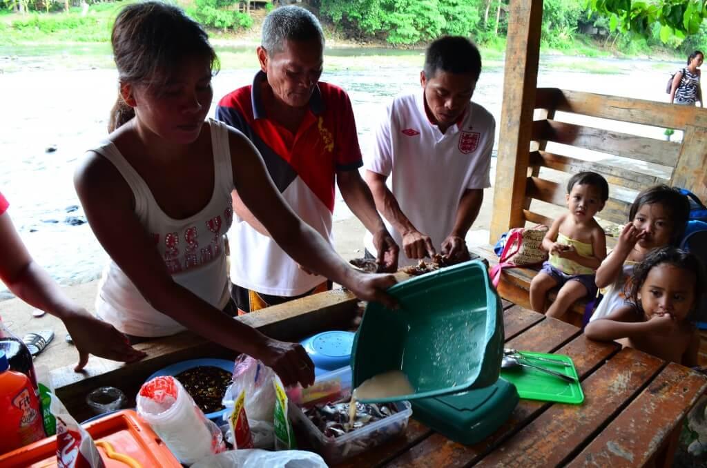 フィリピン人女性や男性の彼女、彼氏の田舎へ行くことは「大家族パーティー」の始まりの時!