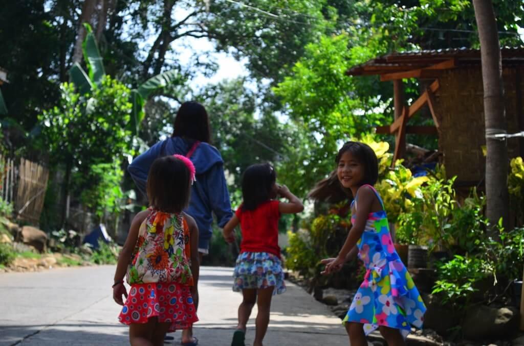 今日の美女 フィリピンの子供達