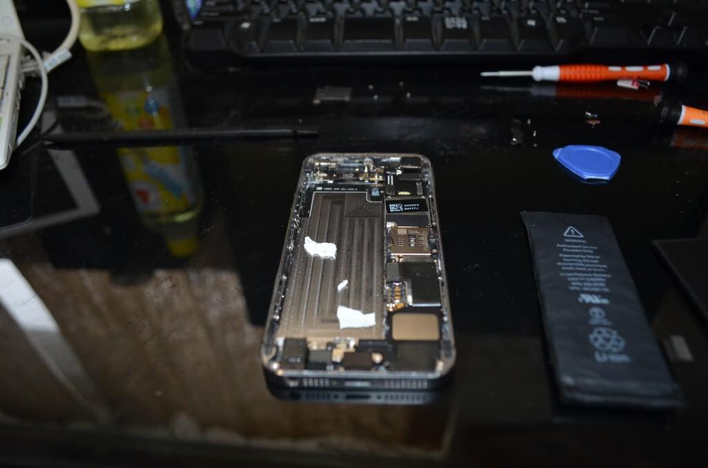 新しいiPhone5sのバッテリーに付け替えて今の手順と逆で組み立てる時の方法と注意点