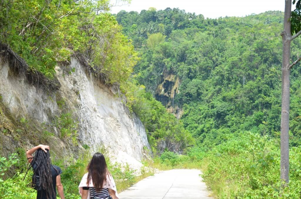ツマログ滝はオスロブから近い