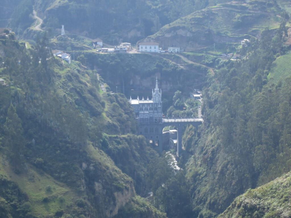 知ってるかい?コロンビアのイピアレスには世界一美しい教会 Las Lajas(ラス・ラハス教会)があることを!