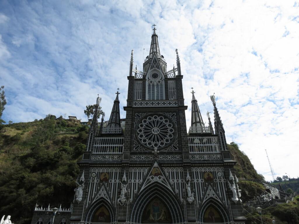 イピアレスの世界一美しい教会 ラス・ラハス(Las Lajas)教会は近代的な南米チックな教会だった!