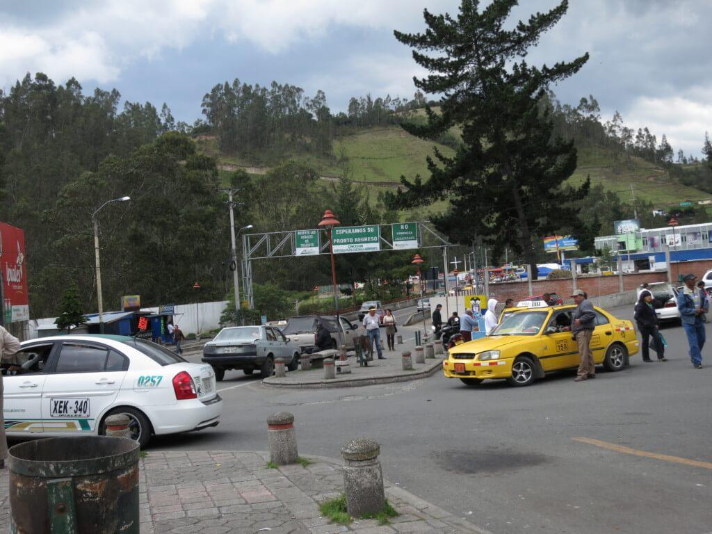 タクシーでコロンビア・エクアドル国境に到着!無事コロンビア側のイピアレス国境を越えられる!?