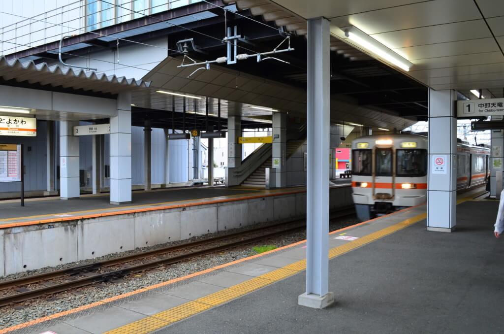 飯田線の乗車客はお子様連れの家族から撮り鉄までいるよ