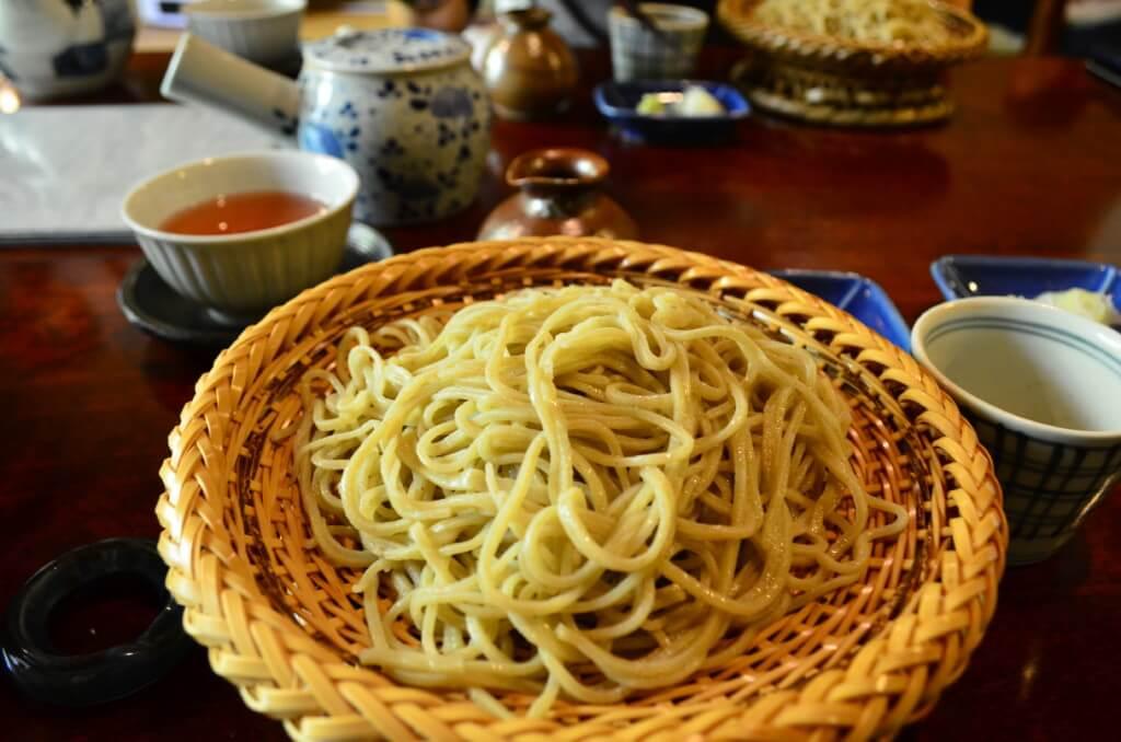長野の岡谷市の蕎麦「あきしの」の名物そばがきとざるそばはまさに一品で信州そばの秘訣は水にあり