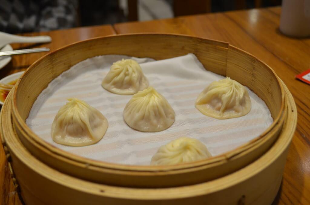 台湾グルメで鼎泰豊の小龍包と肉まんは最高の輝きを放つ絶品