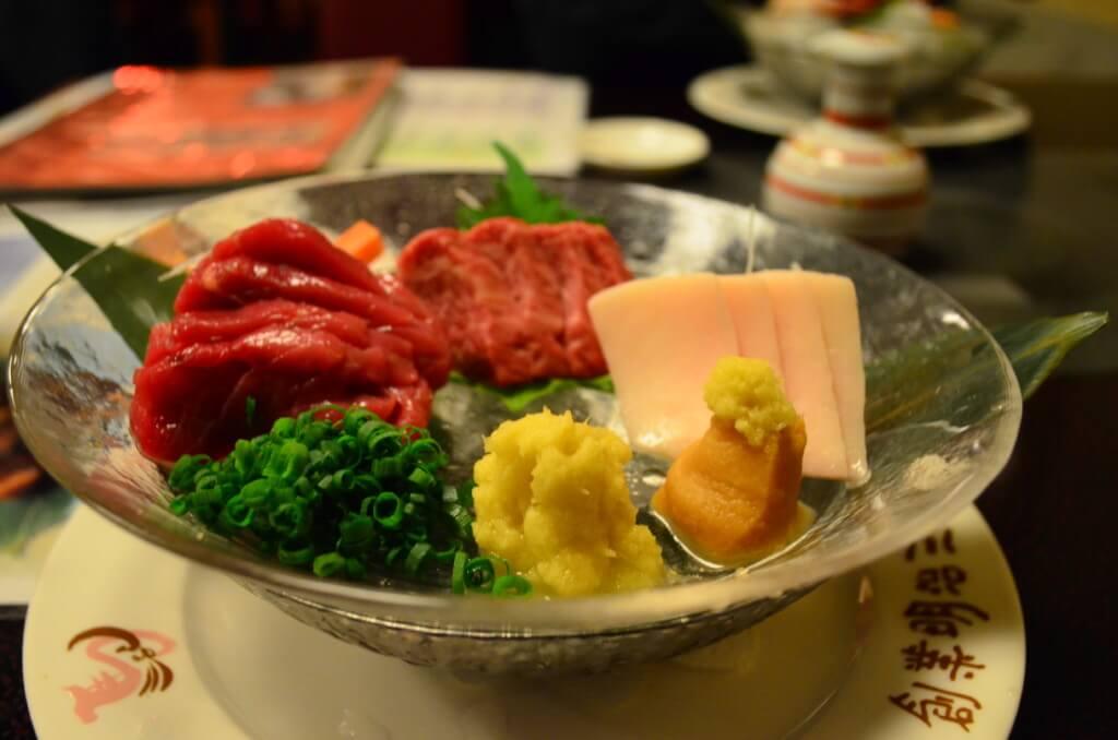 新三よしで馬肉料理三昧!馬肉の刺身に馬肉カツは最高だった!