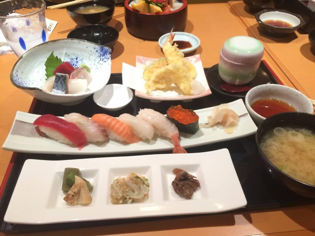 長野名物グルメで信州そば、野沢菜、おやき、うなぎ、山賊焼き、馬肉を食べよう