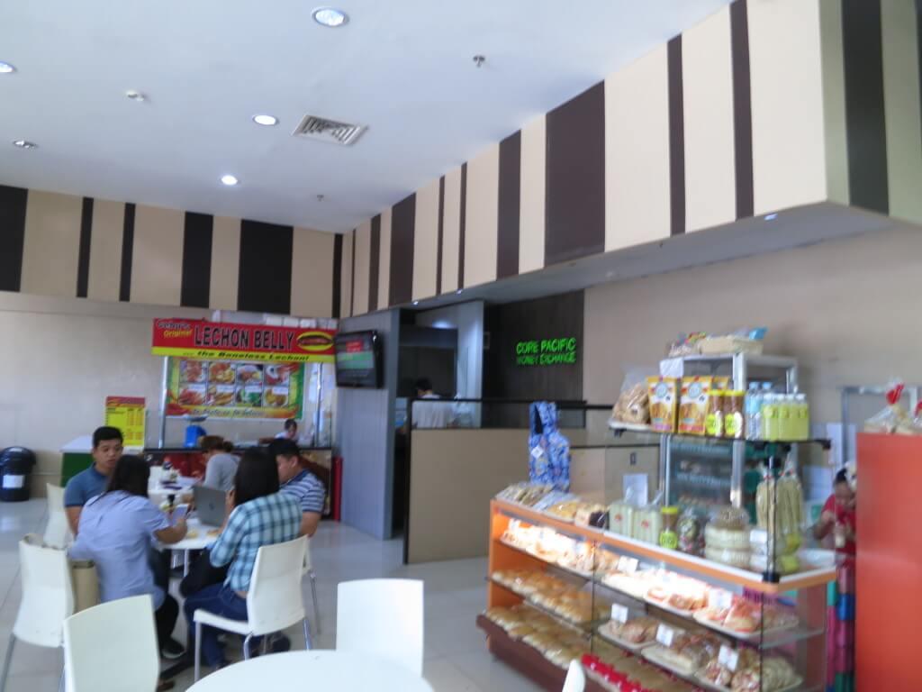 セブ島のマボロのフーダ(Fooda)の中の両替所 のCore Pacific Money Exchange