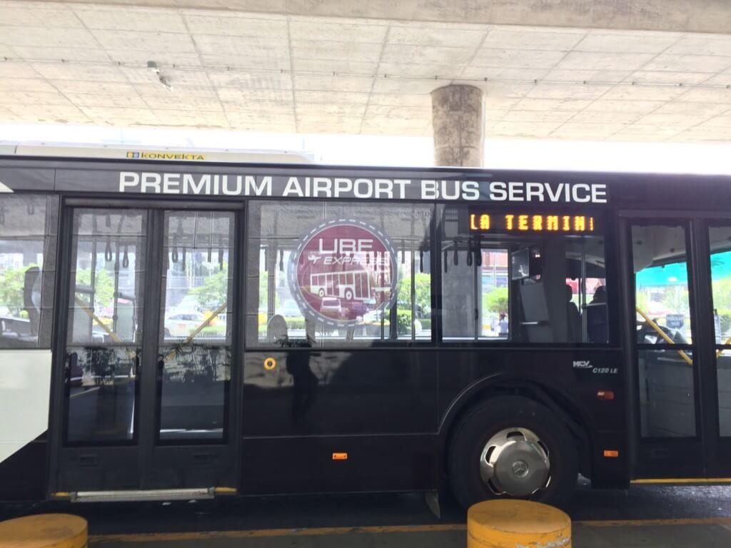 マニラ市内にでる場合はプレミアムエアポートバス(UBE Express)かエアポートループバス(Airport Loop Bus)