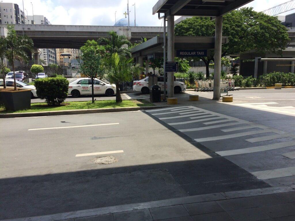 マニラ市内へタクシーで行く方法