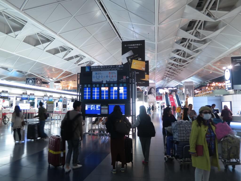 ママニラのニノイアキノ国際空港の各ターミナルに就航している路線は?