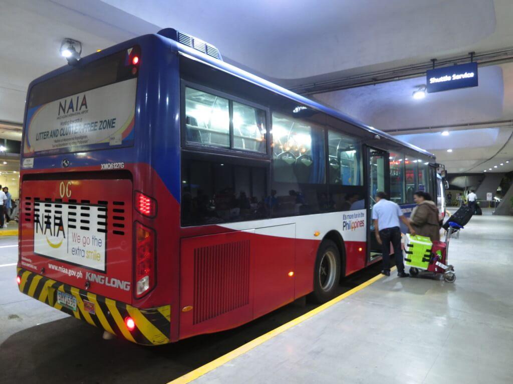ターミナル間移動は無料のシャトルバス
