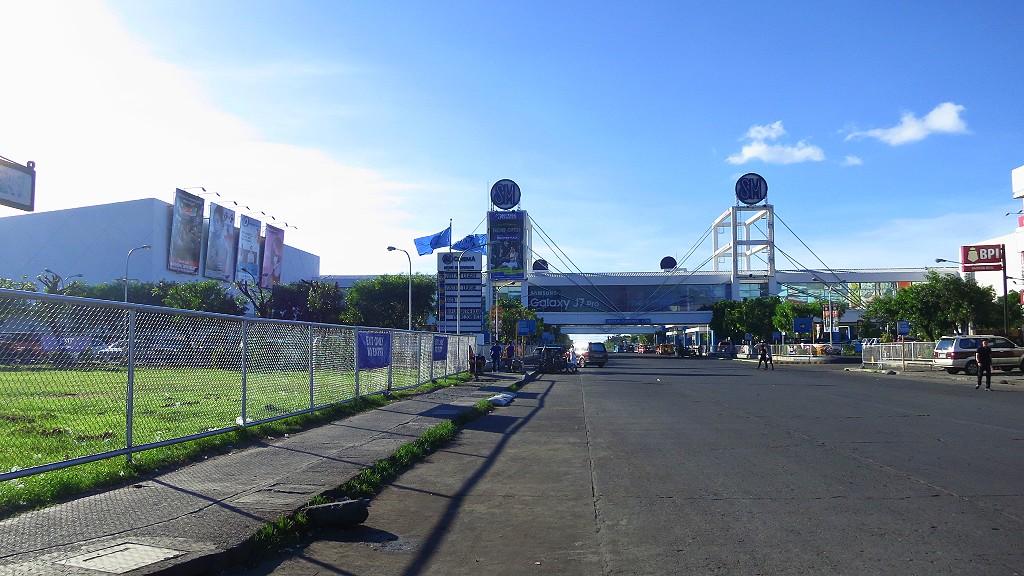 フィリピンのバコロドのSMシティは巨大モールで両替から何でも揃うところだよ