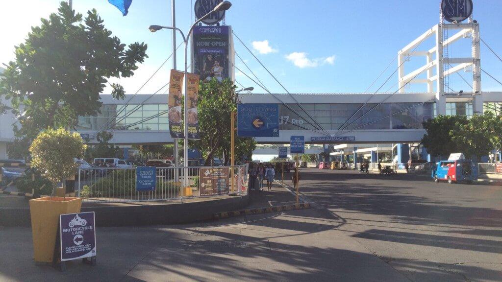 SMシティ・バコロドはジプニーターミナルになっている