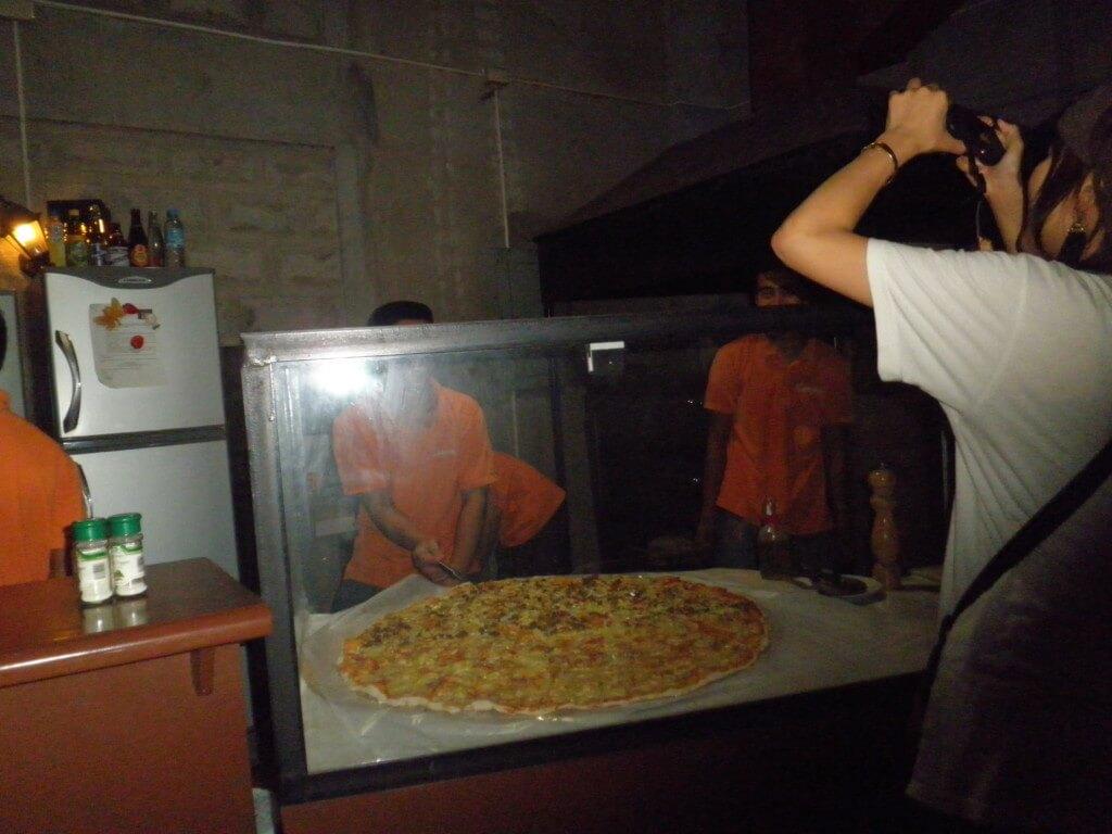 バコロドにきたら絶対に行きたい巨大ピザのGreenoz Pizza