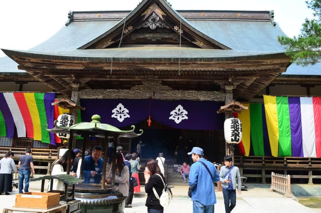 平泉の中尊寺を観光!本堂までの道のりは結構な斜面を登るよ