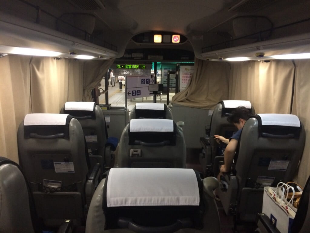 夜行バスの出雲・松江・米子ドリーム名古屋号は3列シートで快適