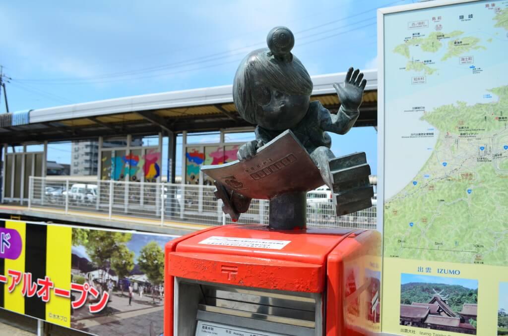 境港の観光はJR境港駅前から続く水木しげるロード