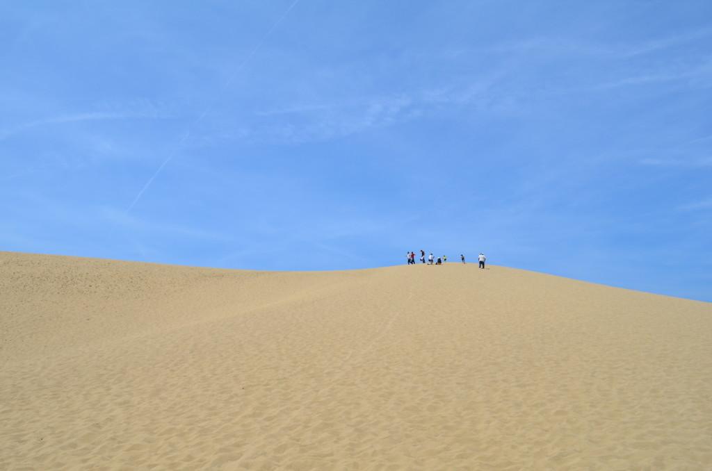 靴に砂が大量に入るから夏場はかかと付きのサンダルでもOK