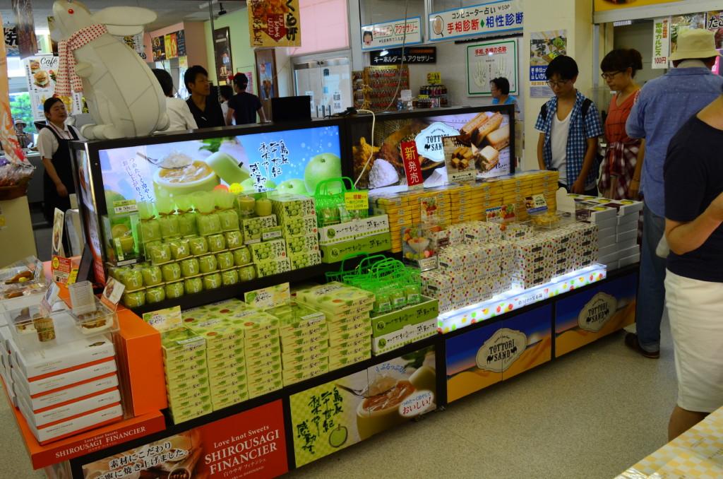 鳥取砂丘では二十世紀梨関連のお土産がいっぱい