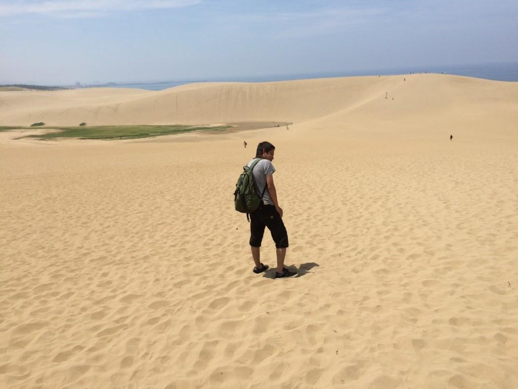 夏場の鳥取砂丘は灼熱地獄なので日傘や水分補給が重要