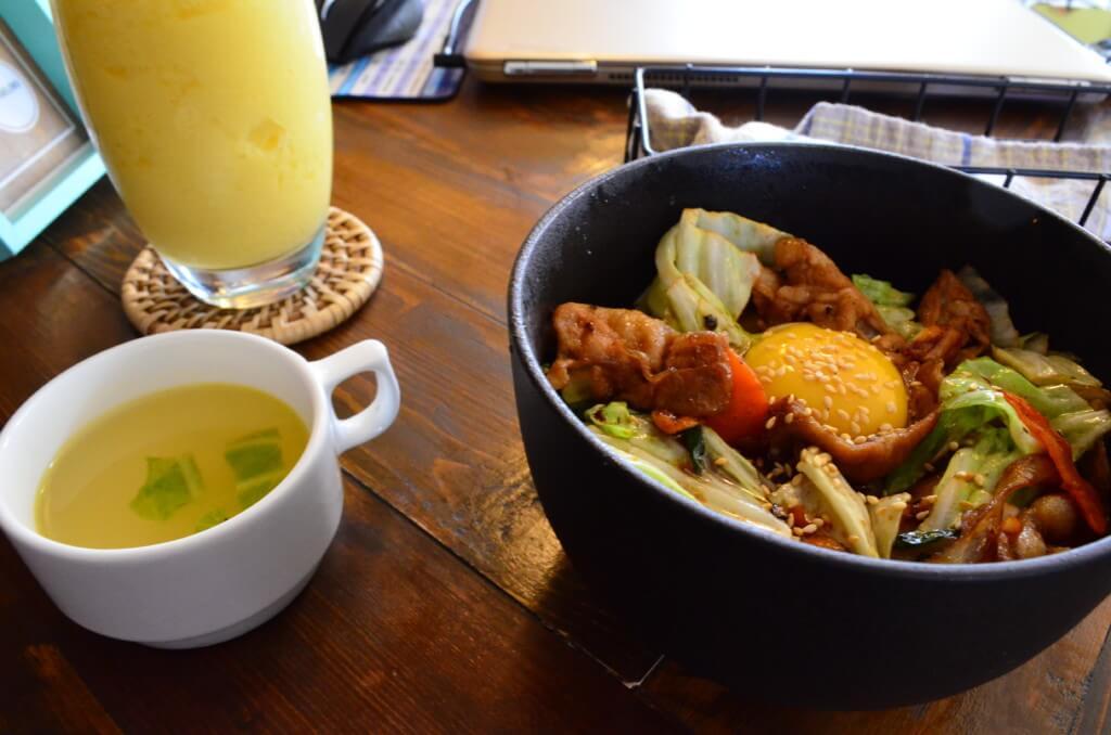 アヨアヨカフェの日本食からご飯がめっちゃおいしい