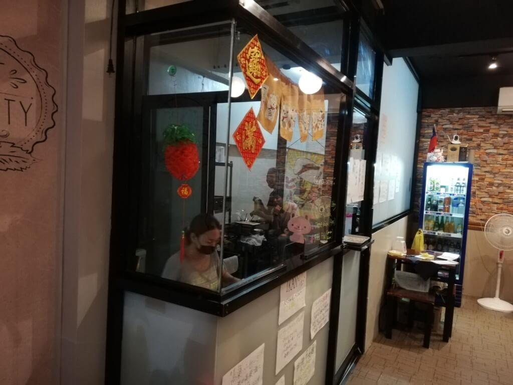 台湾居酒屋IKANは小料理屋のようでキレイな台湾人女性にモトボサツさんがいつもいる!?