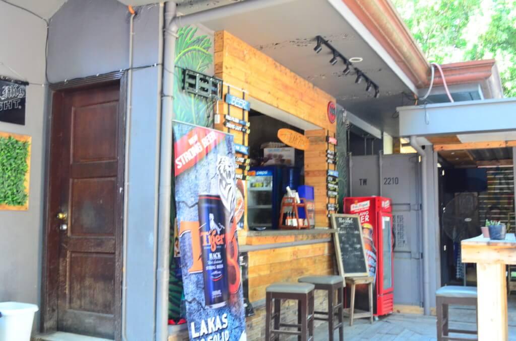 セブ島のホステル7(Hostel7)は毎晩併設のバーでパーティーが開かれる